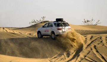 Dune-Bashing-in-Fortuner